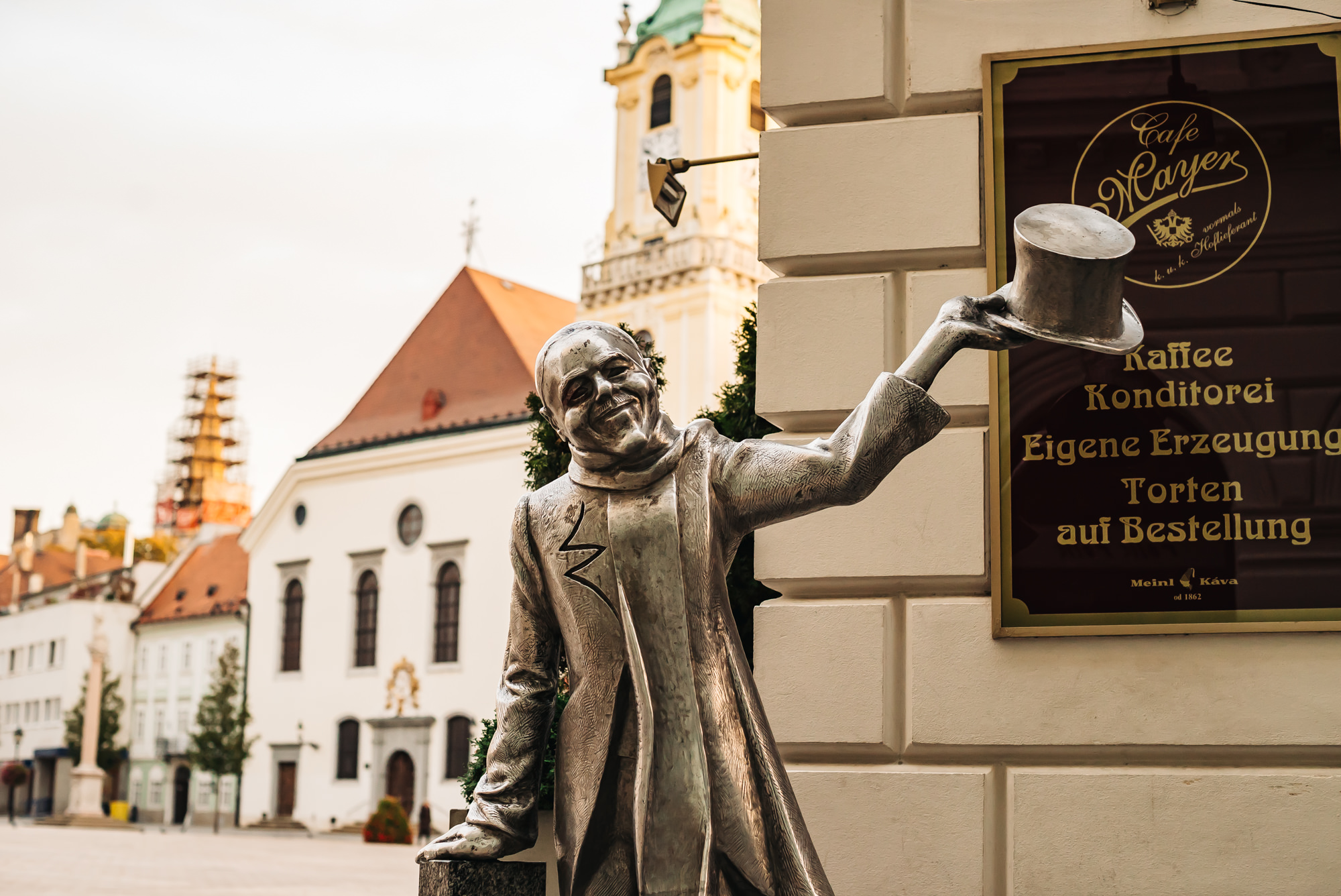The popular Schonen Naci statue in front of Kaffee Mayer