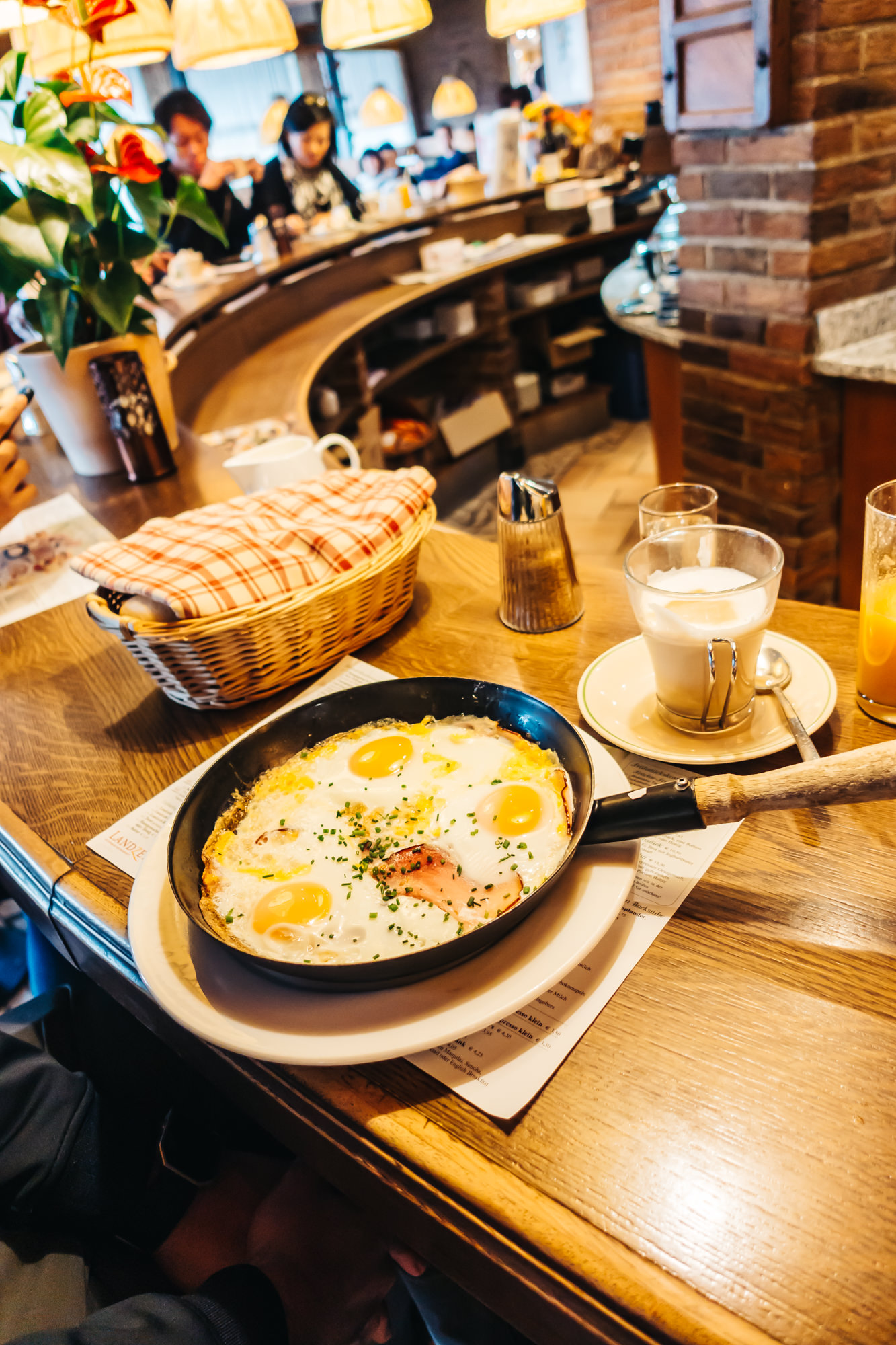 The egg and bacon skillet at Landzeit