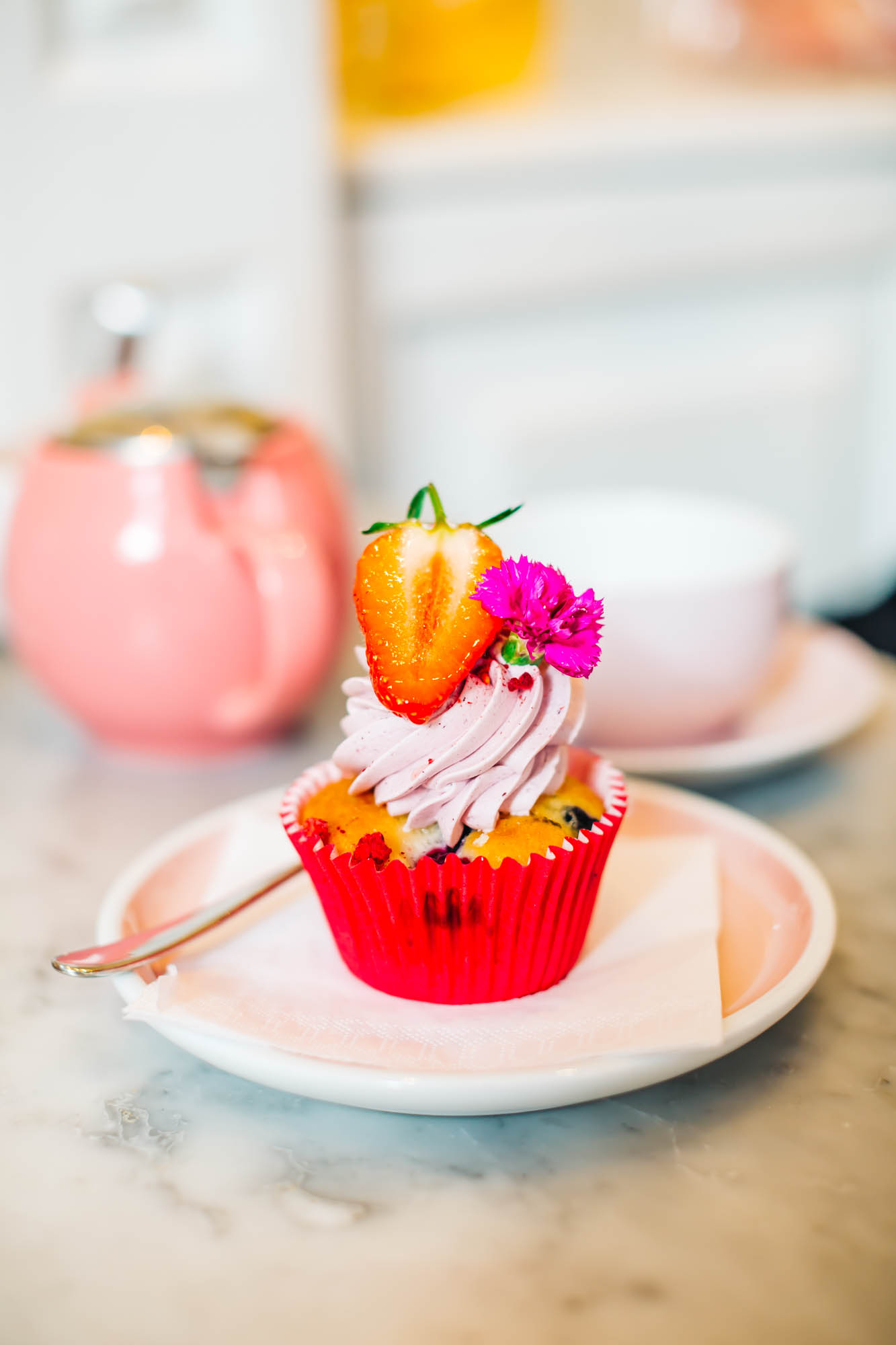 Summer Berries & Fleus Cupcake