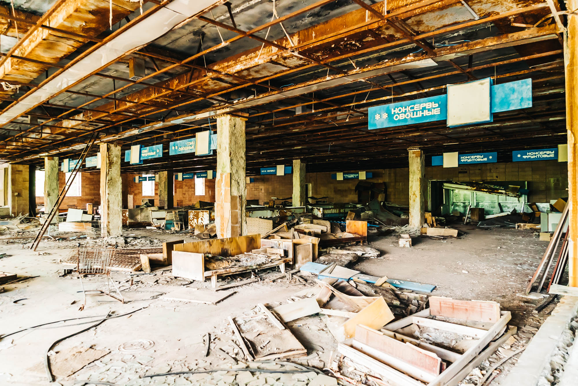 Abandoned supermarket in Pripyat