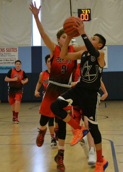 AZU 13U combo guard Axel Ramos attacks the hoop in the Real Turkey Shootout (11/2016)