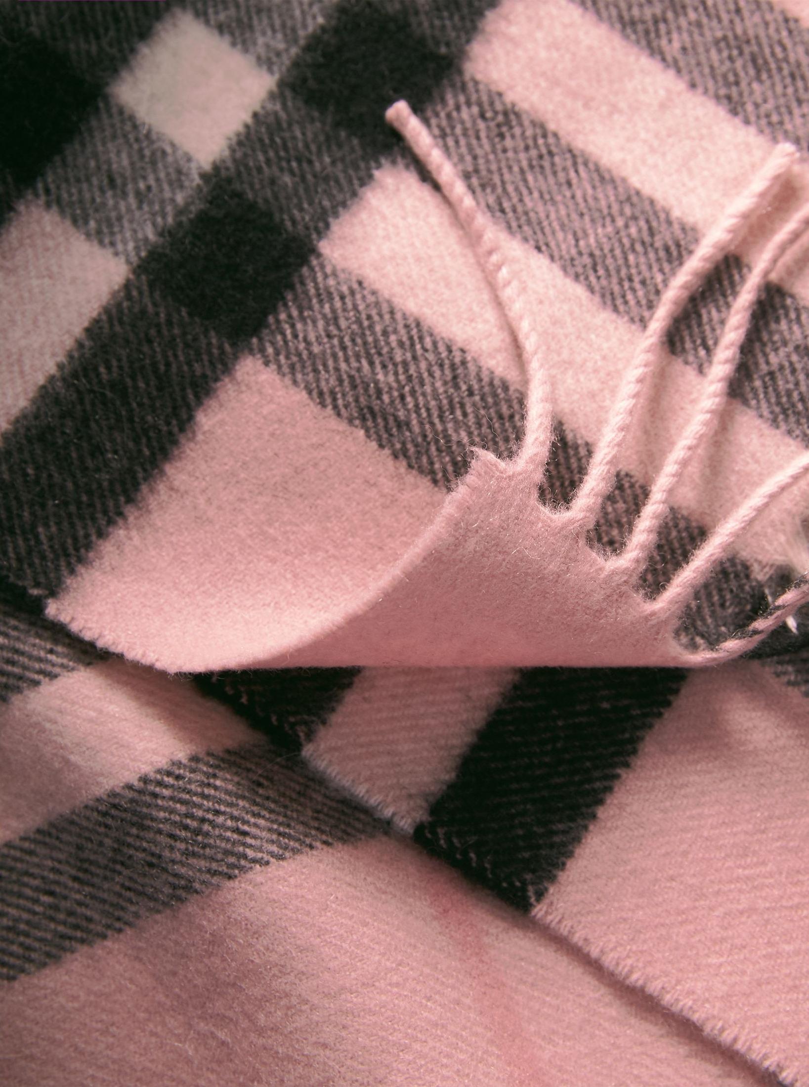SIMILAR: BURBERRY    CLASSIC CHECK CASHMERE SCARF