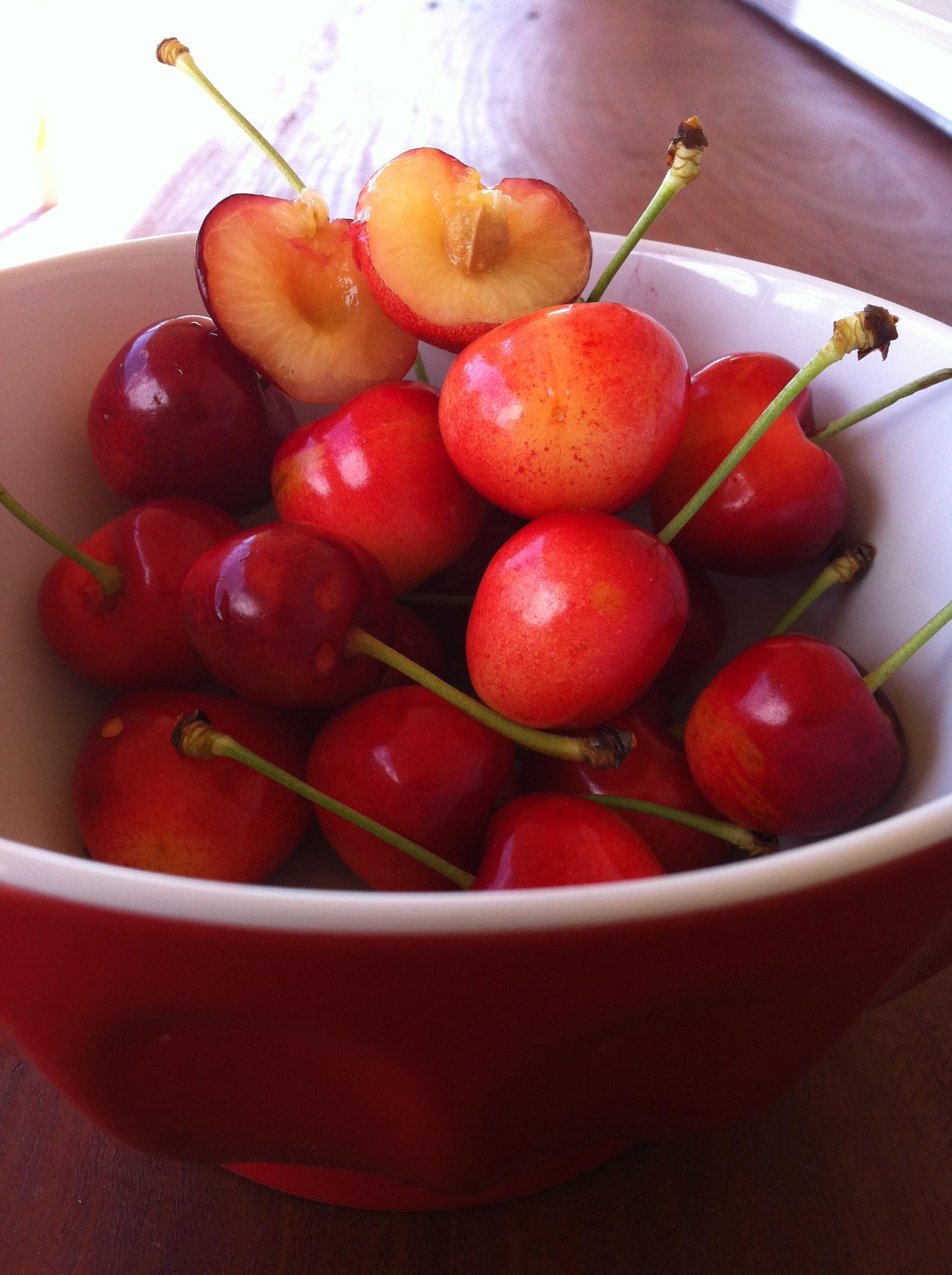 White-fleshed cherries