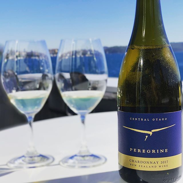 Tasting the delicious 2017 certified organic Chardonnay from @peregrinewines with this amazing backdrop @catalinarosebay  #sydneysbest #favouriterestaurant #sydneyharbour #winelover #chardonnay #toughgig #sydneyperfection