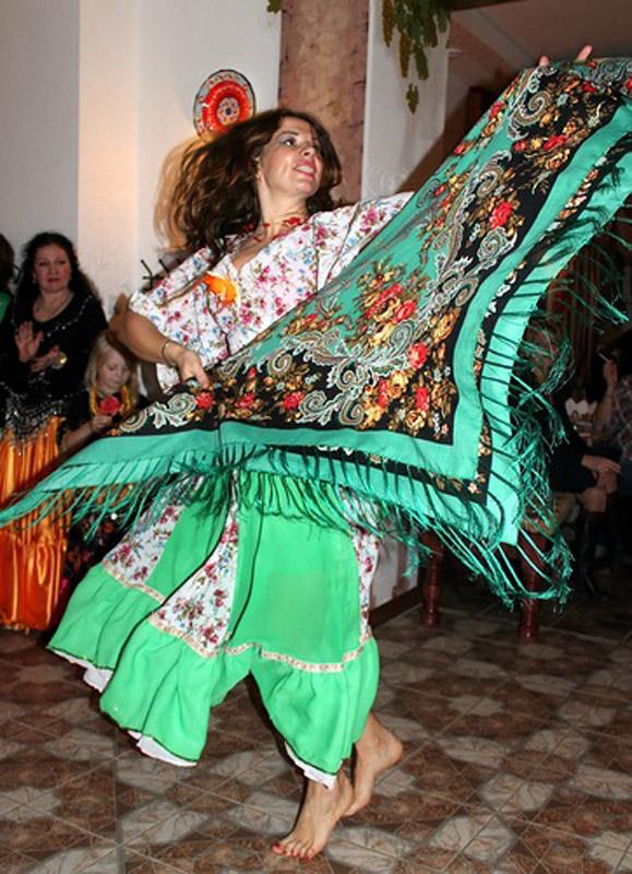 7-Balli-tipici-russi-danze-gipsy-Corso-Russo-Roma-News.jpg