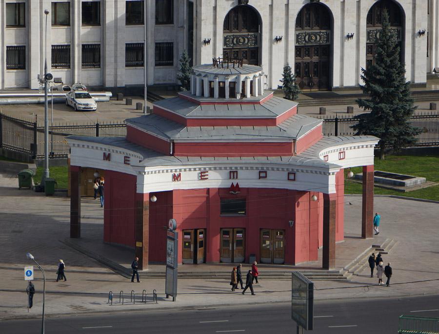 2-Arbatskaya-Metropolitana-Mosca-Corso-di-Russo-Roma-News.jpg