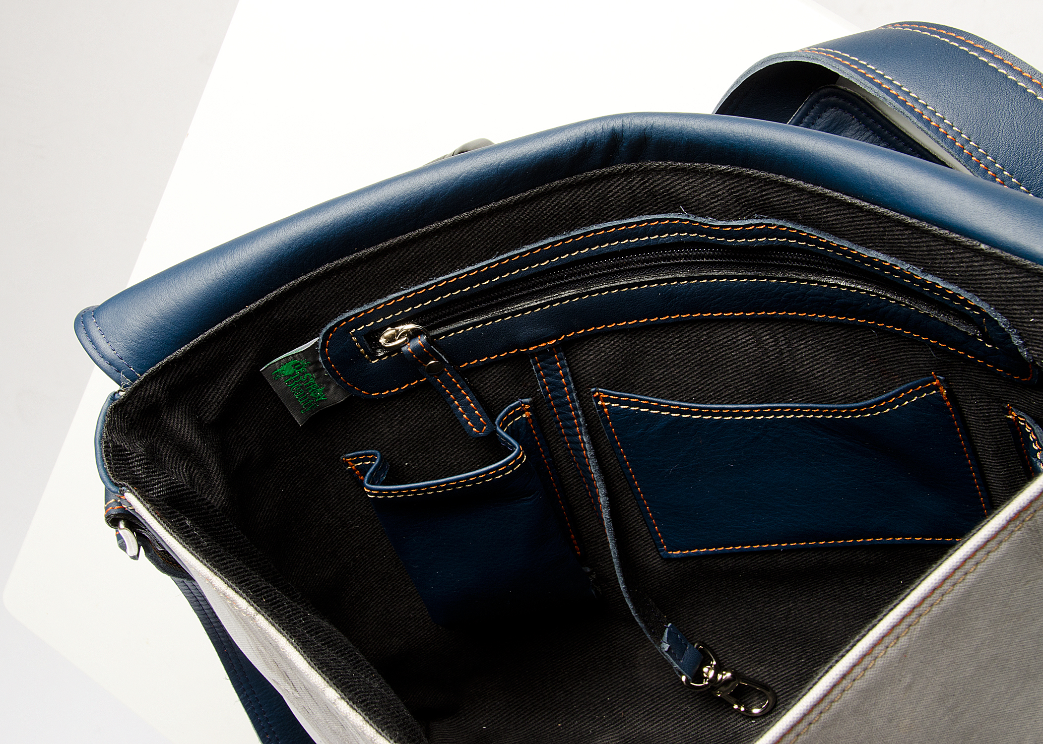 3 Messenger Bag - Interior.jpg