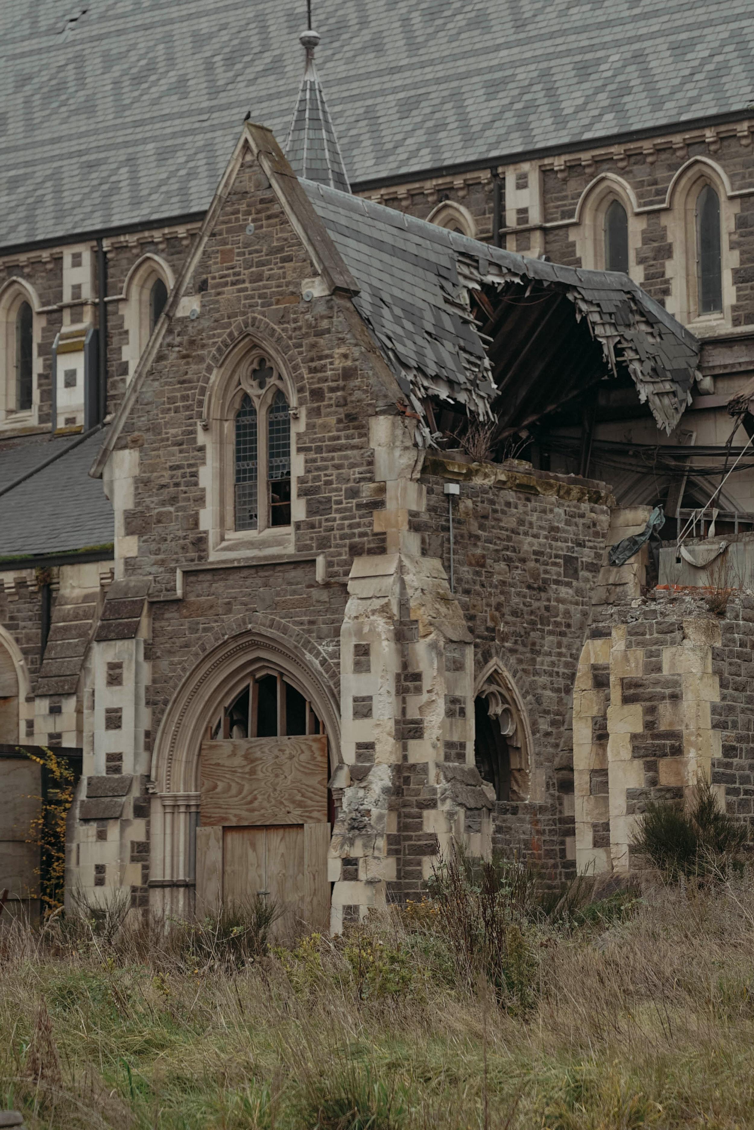 Ini adalah gereja yang terkena gempa 2010, tetapi sampai saat ini masi di pugar dan menjadi tempat wisata.