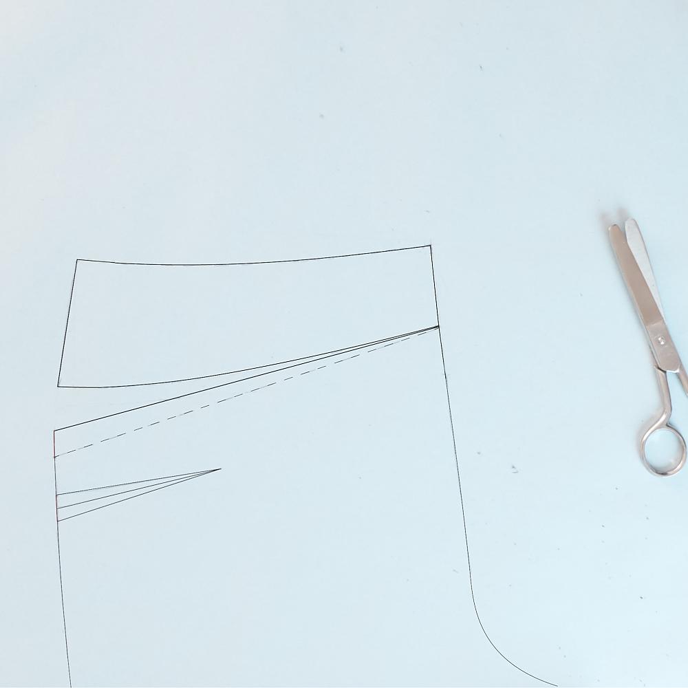 ::::decide dart placement and length; you will get better results if you drape the dart - do no forget to true the dart when you are finished:: decidi la posizione e la lunghezza della pince; otterrai risultati migliori se drappeggi la pince - non dimenticare di aggiustarla alla fine::::