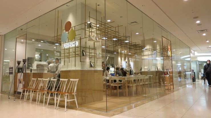 """""""Coutome"""" cafe inside the Takashimaya Department Store, Futako-Tamagawa, Japan"""