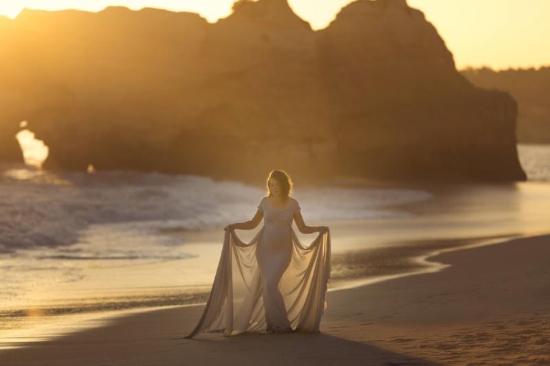 maternity-portrait-algarve-beach.jpg