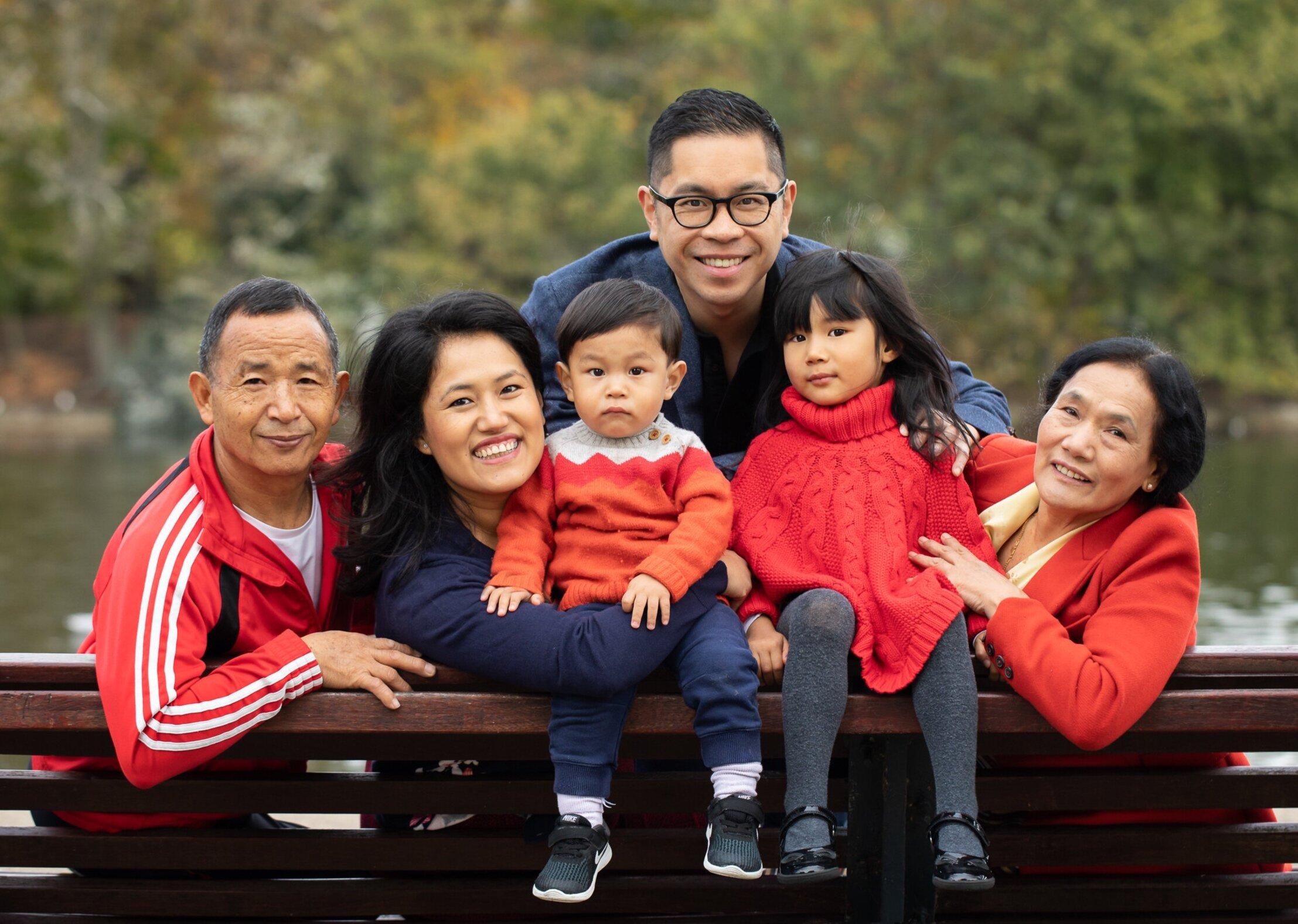 family-plus-grandparents-portrait-victoria-park.jpg