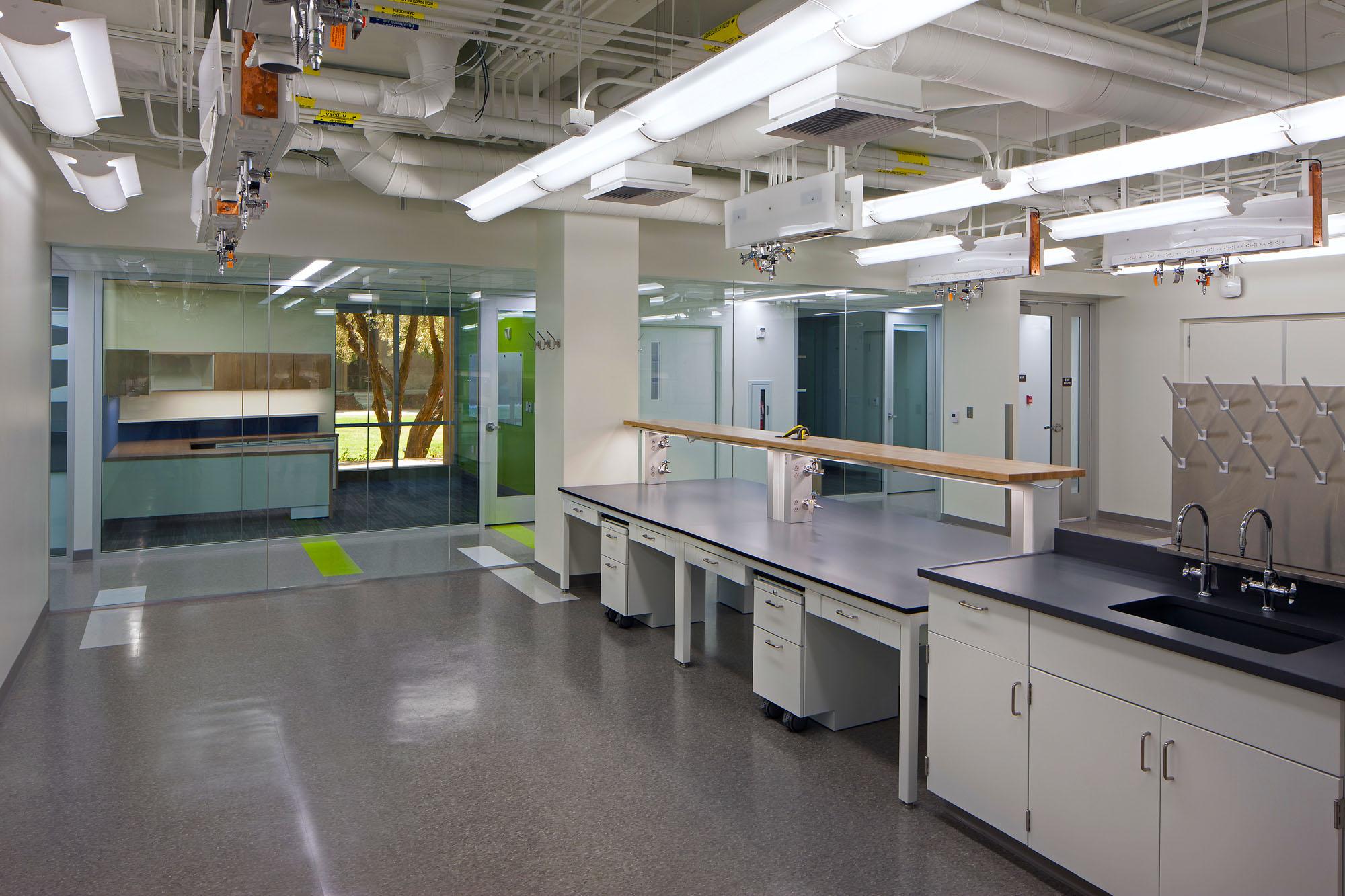 Laboratories_PPC_0010s_0001_OKA Hong.jpg