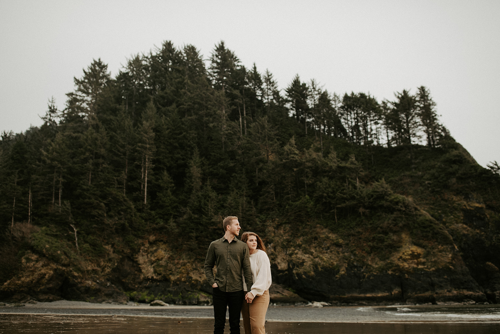 Emily_and_Jeff_Oregon_Coast_Engagement_Dawn_Charles_Photographer-193.jpg