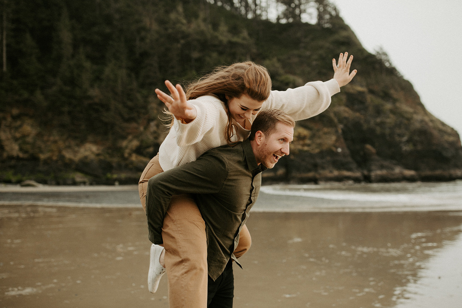 Emily_and_Jeff_Oregon_Coast_Engagement_Dawn_Charles_Photographer-255.jpg