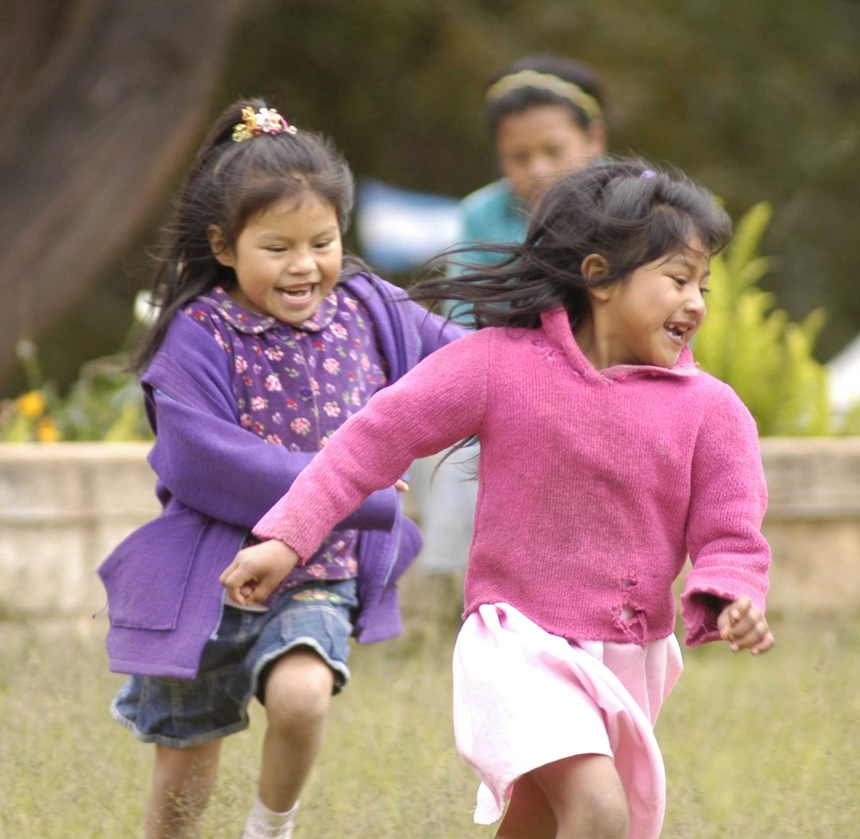 Girls Running – Photo by Paul Martinez, Global Partnership for Education,