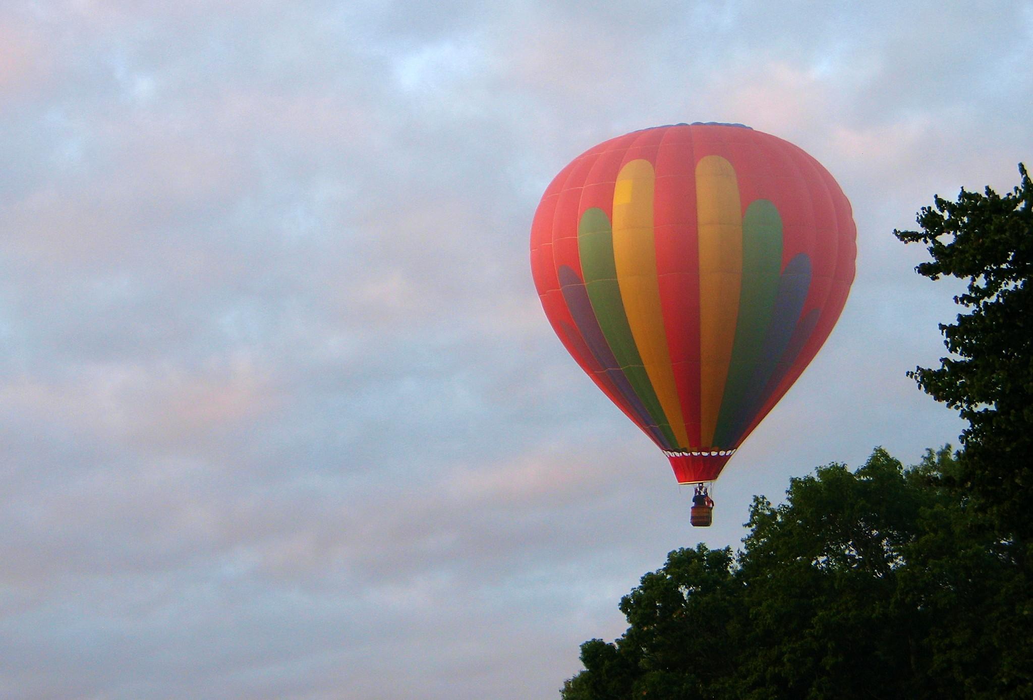 Hot Air Balloon – Heartlover1717, Flickr