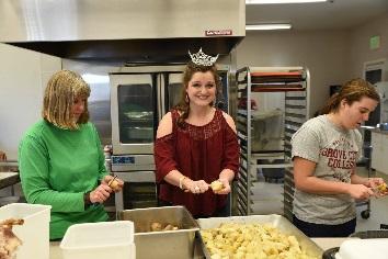 Normal   0           false   false   false     EN-US   X-NONE   X-NONE                                                                                                                                                                                                                                                                                                                                                                            Preparing food for community Thanksgiving Dinner.