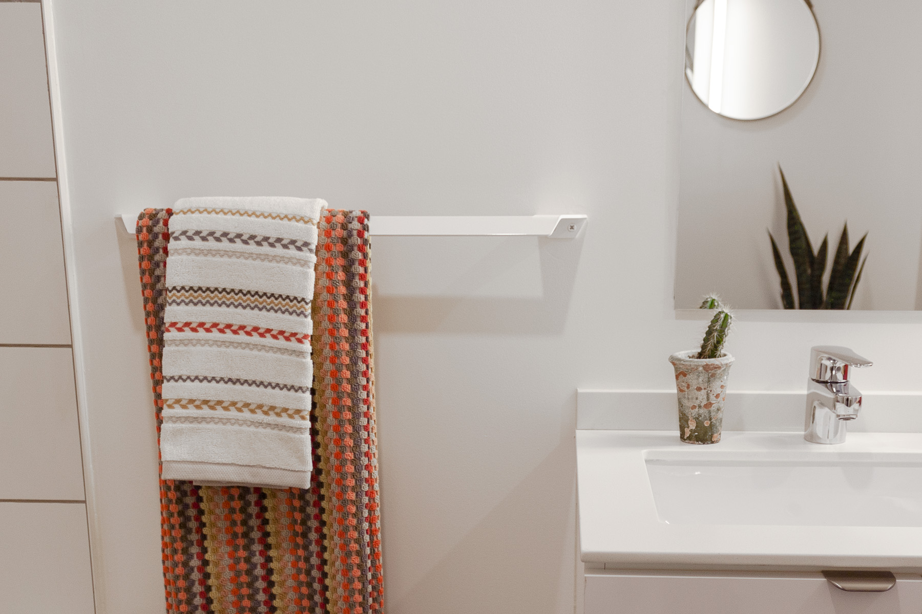 towel bar 2.jpg