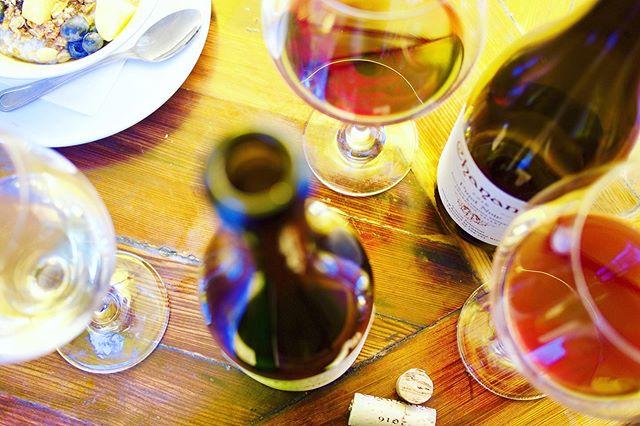 Sunday  F U N D A Y 😎 #chanamewines #winetasting #grenache #pinotnoir #sonoma #iheartsonoma #iheartsonomavalley  #wineoclock #winecountry #wine #vin #sonomavalley #tasteofsonoma
