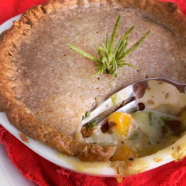 Yum yum. Vegan pot pie! Definitely putting this recipe in the rotation this fall/winter. 🥧 #veganpotpie