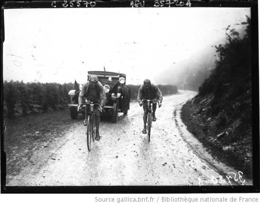 Lucien Buysse et Omer Huysse en tête dans le col d'Aubisque 1926