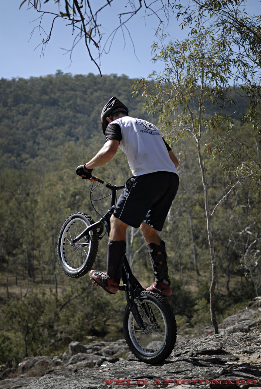 The river side drop off over the rocks providing a perfect backdrop for bike trials photography