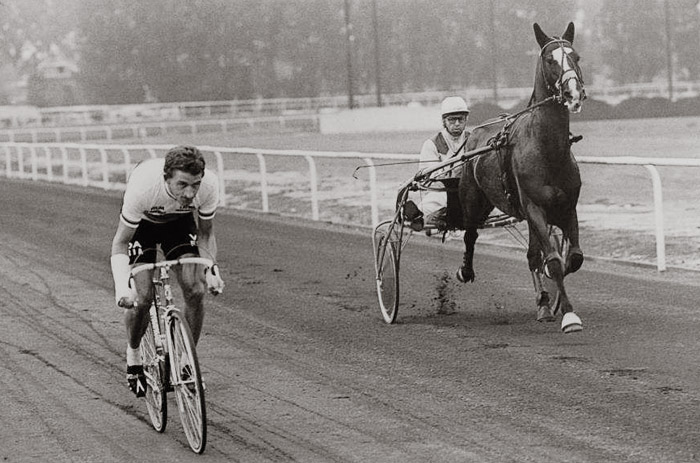 Freddy Maertens racing against Fakir du Vivier in a Bike Vs Horse duel at Amiens in July 1977, he should have been at the Tour de France, instead his arm is in plaster after breaking wrist in a fall at the Giro d' Italia.