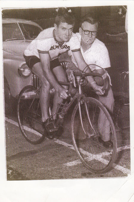 Mick Birrer was a gentleman and a cycling supporter all his life, here's Mick with Arthur holding him up for a photo.