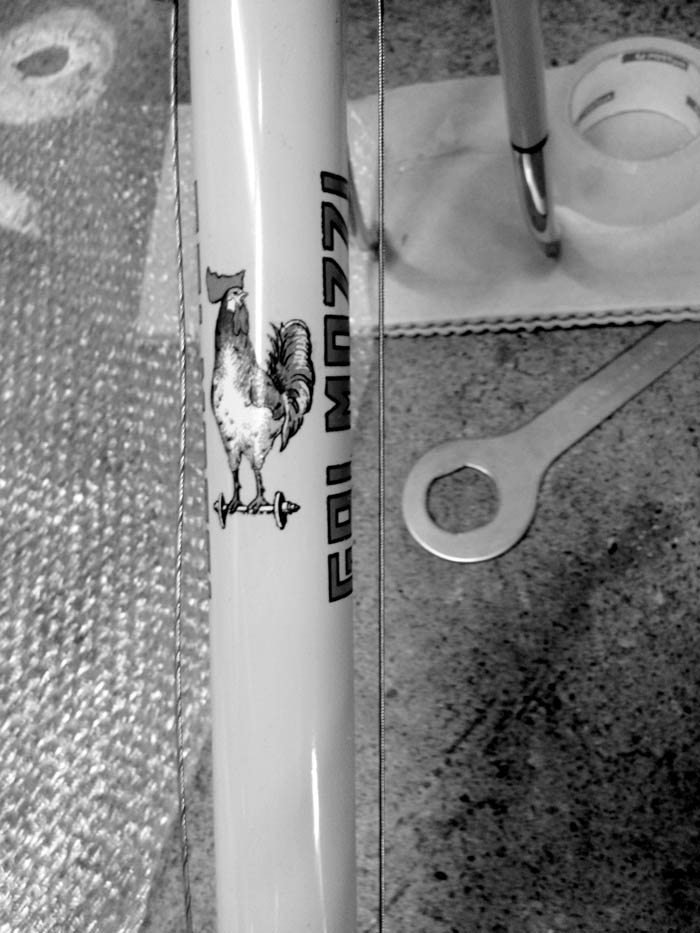 Spanners everywhere as the long afternoon begins, Gal Mozzi bici detail.