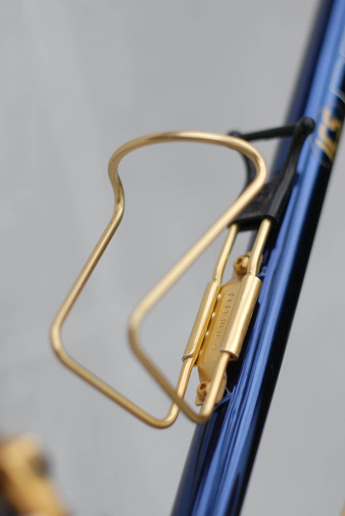 Italian manufactured Cobra bidon cage, gold anodised.