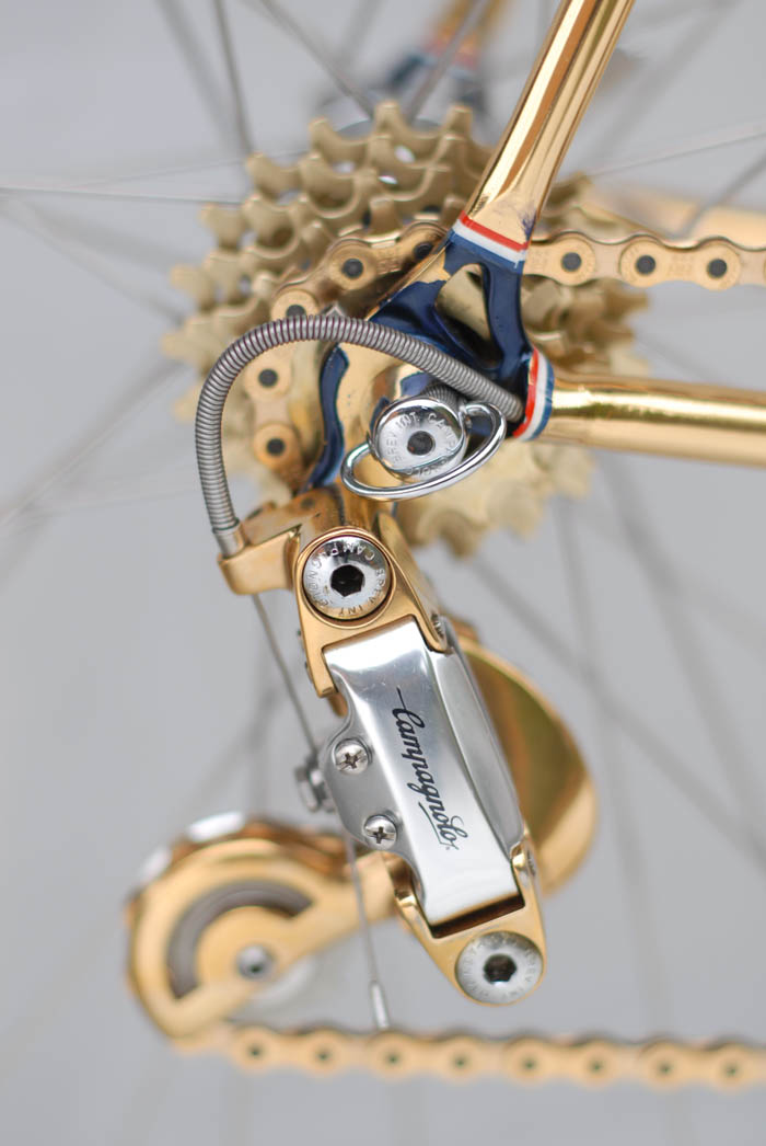 Internal cable routing, with extra special ICS Design cable stop integrated into the rear dropout.