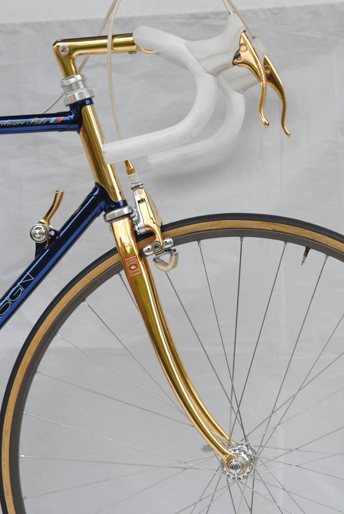 Cinelli Criterium handlebars with special ICS leather bar wrap.