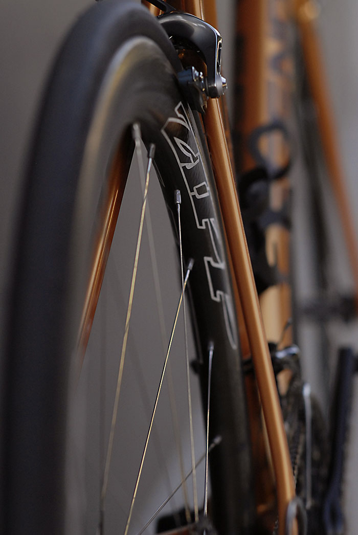 Carbon Zipp 303's matched with the stylised Legend HT 9.5 frame.