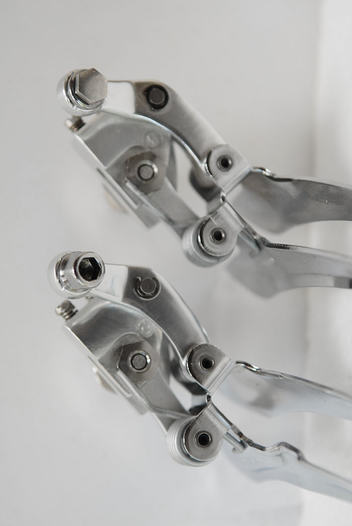 Campagnolo C Record front derailleur cable fixing bolts, different versions.