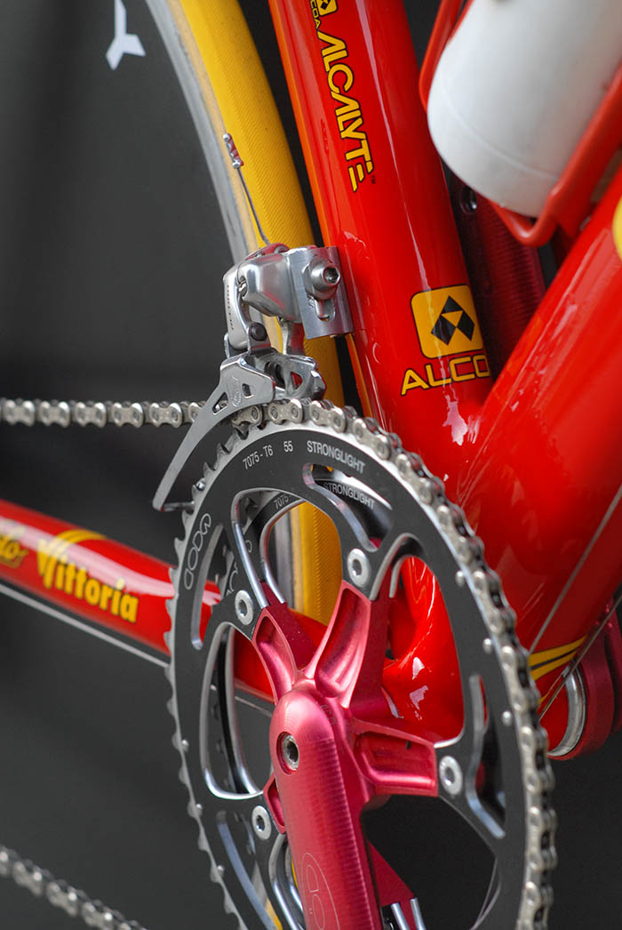 Stronglight 7075 T6 chainrings.