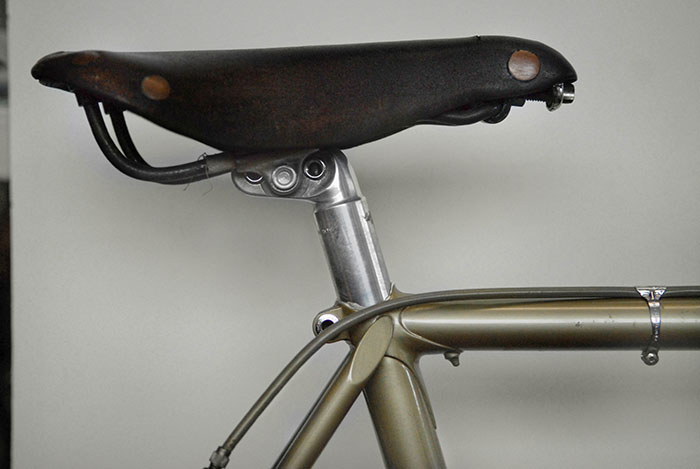 The leather saddle was shortened to match the junior bike. Otussi was the notable Italian saddle artisan of the era. It's not known who performed the work on this saddle.