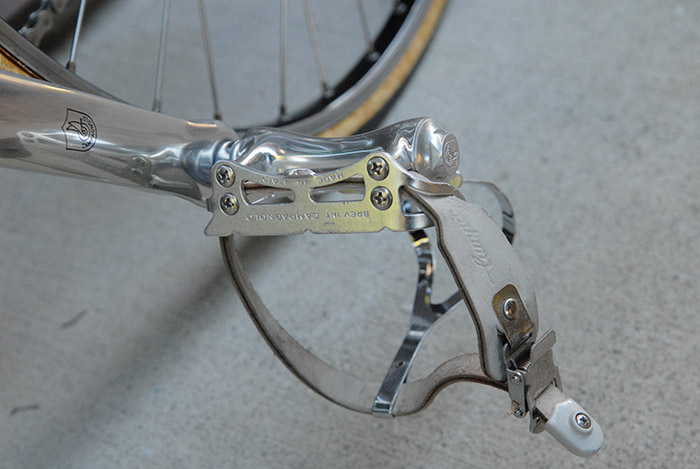 "Campagnolo C record road pedals were available in four different version in 1987 and 1988. Thes pedals are the ""second"" version. Campagnolo described this version as """"The second pedal, ergonomically designed, is ideal for cyclists used to pedalling 'round' where the ball of the foot exerts the maximum force of the push. The two plates, equidistant from the central axle, guarantee minimum stress to the foot."""