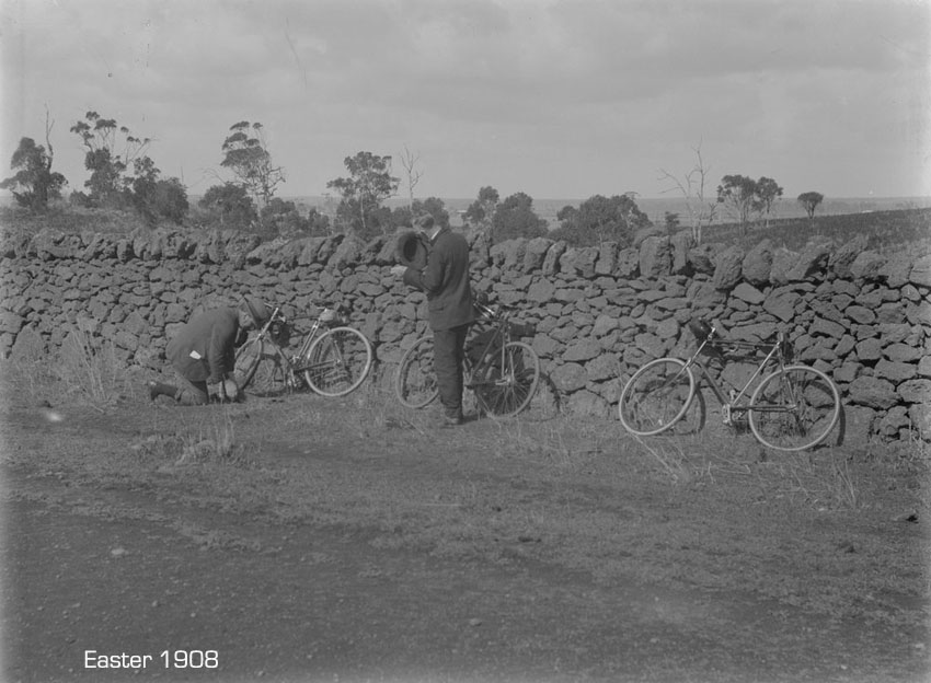 bicycling-easter-1908.jpg