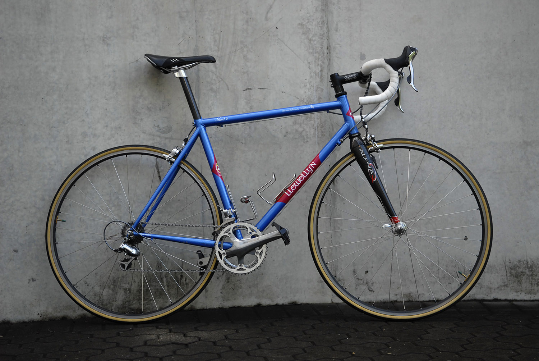 Mac's custom Llewellyn bike with an Alpha Q carbon fork.