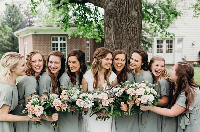 When you have the sweetest #bridetribe in the whole world 💕 Our beautiful bride Paige wore @badgleymischkabride + @jennyyoonyc / photography: @leahrife