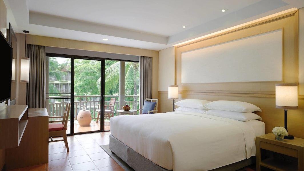 hktmb-guestroom-3468-hor-wide.jpg