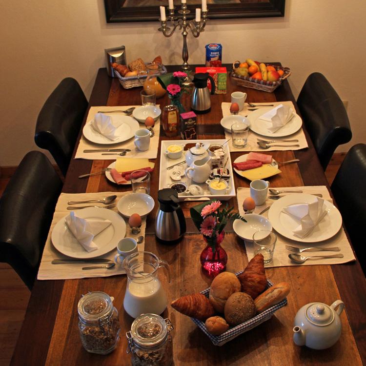 ontbijttafel1-2.jpg