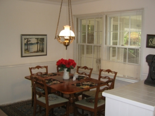 Breakfast Room.jpg