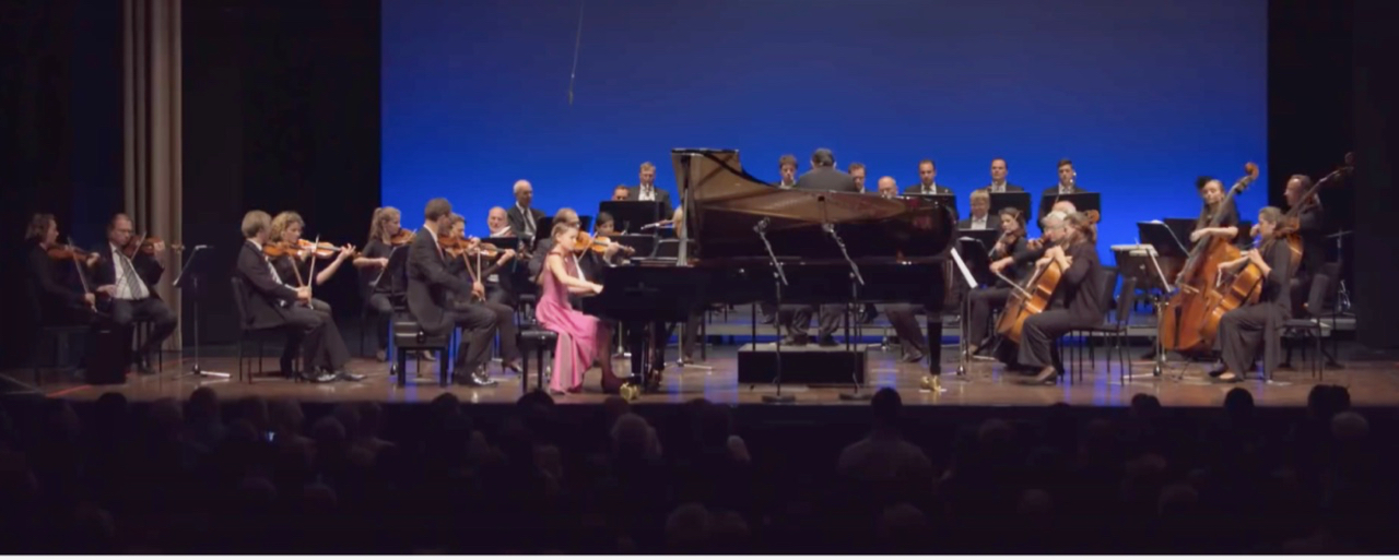 Alma Deutscher Piano Concerto Premier 2017.jpg
