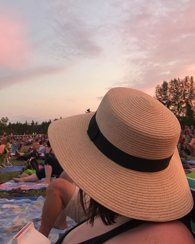 A busy week/end, but still got the chance to soak up golden hour vibes at @winnipegfolkfestival.  Our favourite summer tradition 🌅. #folkfesthappy #nofilter