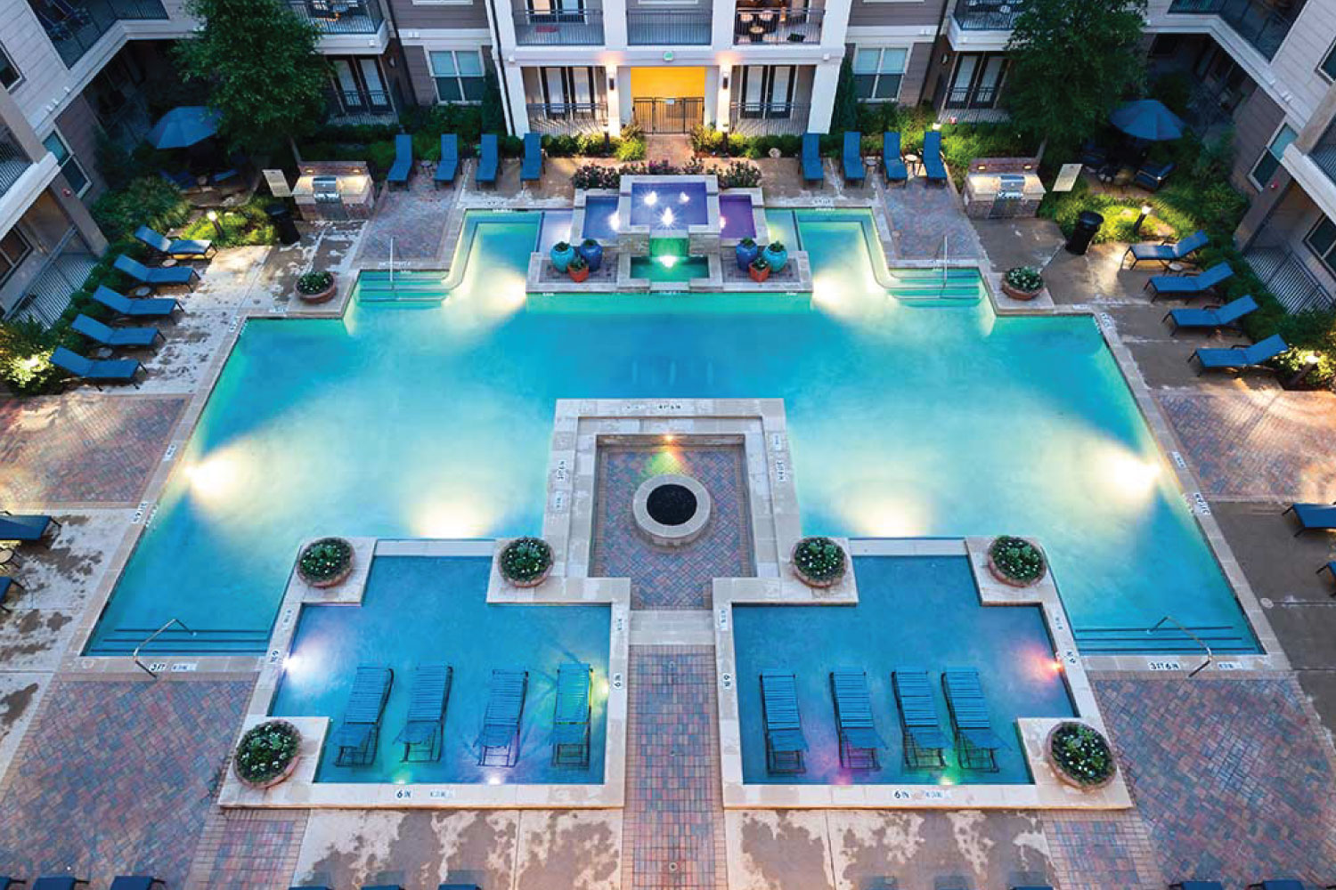 ExecuStay Midwest apartments — Pools & Outdoor Living