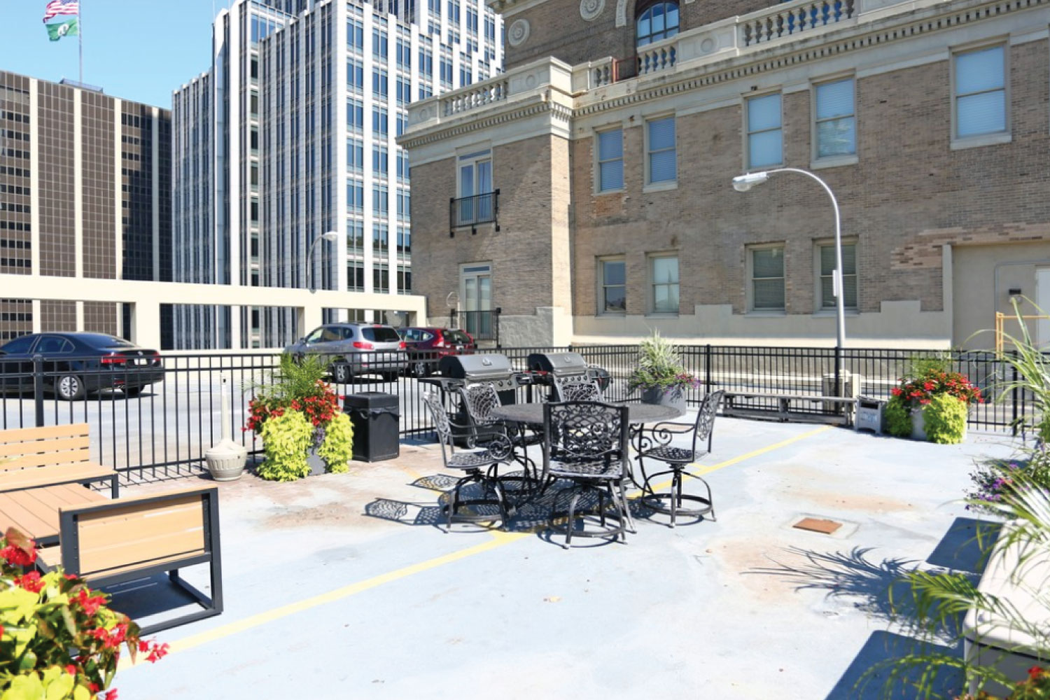 ROOFTOP LIVING SPACE