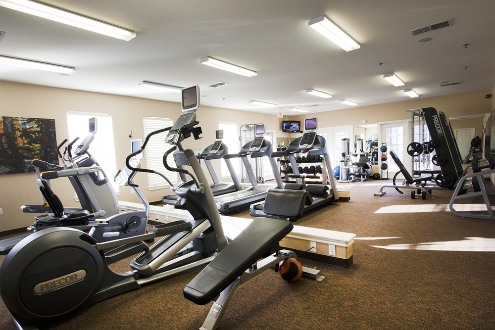 COMPLIMENTARY FITNESS CLASSES