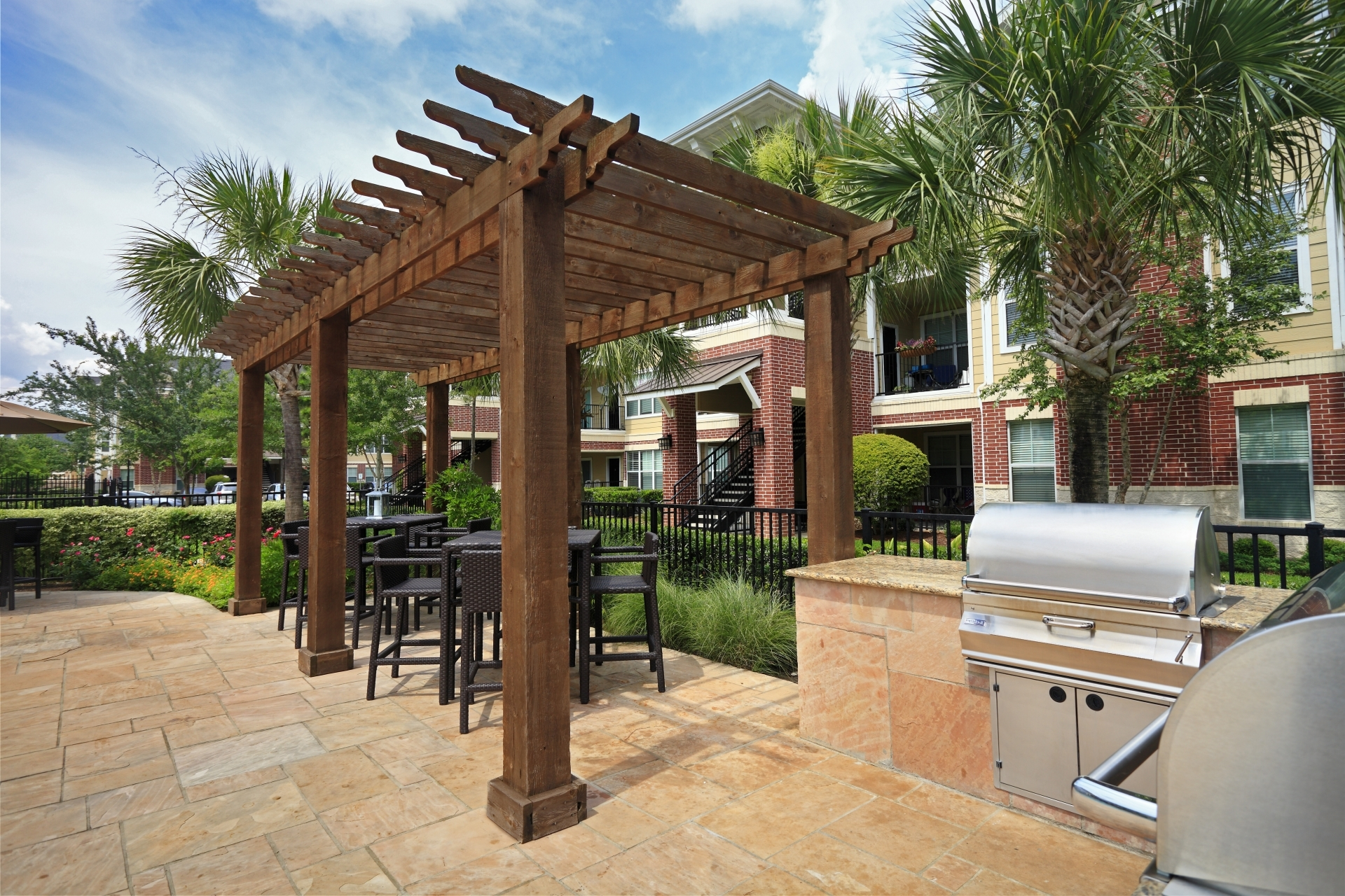 OUTDOOR KITCHEN AND GRILLING
